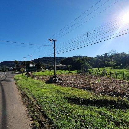 Terreno com 1.507,54 m² às margens da BR-116, no bairro Bela Vista, município de Picada Café-RS.