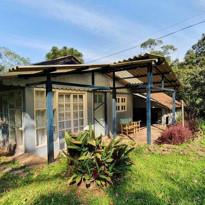 Sítio com 3 dormitórios, vista e riacho em Picada Café, Serra Gaúcha.