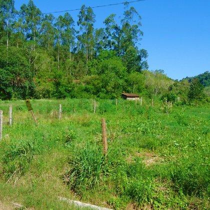 Terreno com área de 386,26 m², localizado no bairro Joaneta, município de Picada Café-RS.