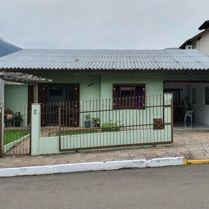 Casa com excelente localização em Picada Café, na Serra Gaúcha