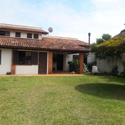 Residência com 3 dormitórios, sendo uma suíte, com terreno de 350,00 m², localizada na praia de Imbé-RS.
