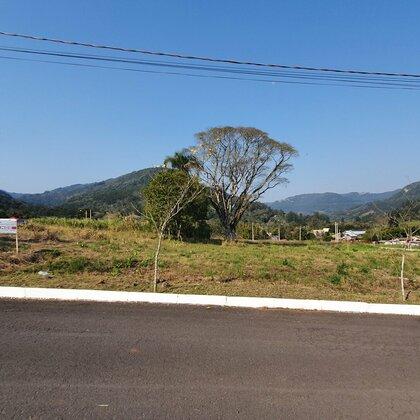 Terreno plano em loteamento completo de Picada Café, na Serra Gaúcha