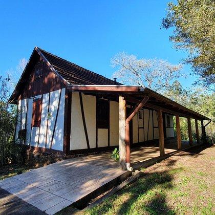Sítio com 141.524 m² e casa enxaimel com 02 dormitórios, localizado no bairro Joaneta, Município de Picada Café - RS.