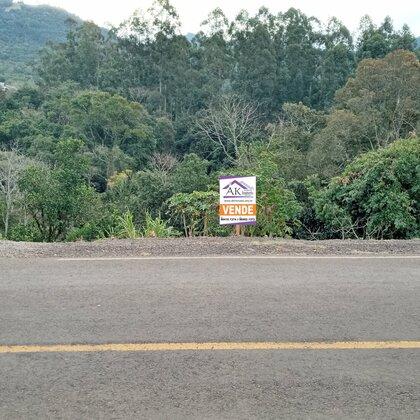 Terreno amplo com fundos para o rio em Picada Café na serra gaúcha