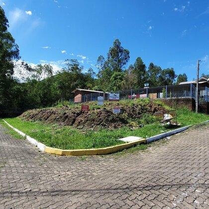 Terreno de esquina com bela paisagem em Picada Café-RS