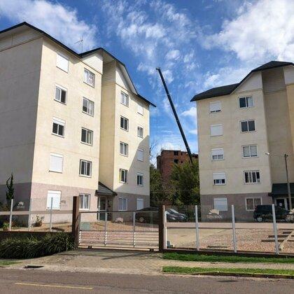 Apartamento semimobiliado com 2 quartos no bairro Vila Nova em Novo Hamburgo.