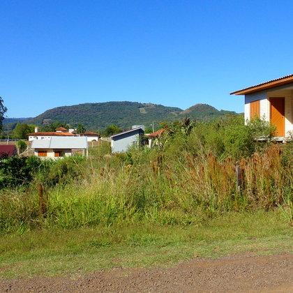 Terreno com 480,0 m², localizado no centro do município de Presidente Lucena-RS.