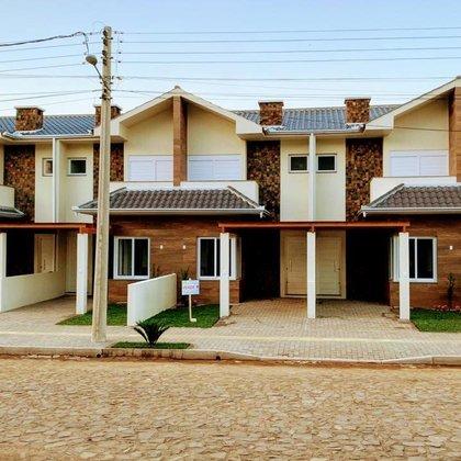 RESIDENCIAL VIVER V - Lindos sobrados de 102 m² a 106 m² de área privativa, localizados no Bairro Juriti, Município de Nova Petrópolis-RS.