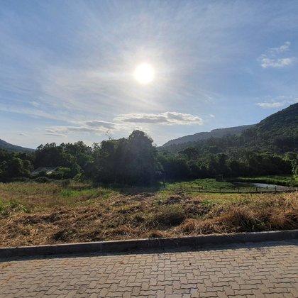 Terreno com área de 449,57 m², localizado no bairro Joaneta, município de Picada Café-RS.