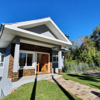 Residência com 3 dormitórios, sendo uma suíte, localizada no Bairro Vila Germânia, Município de Nova Petrópolis-RS