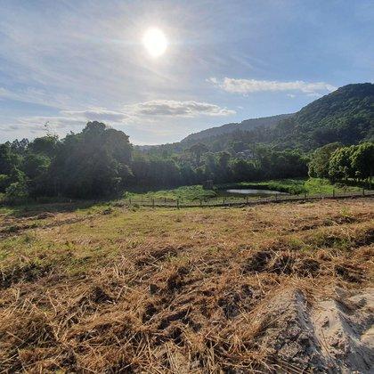 Terreno com área de 398,37 m², localizado no bairro Joaneta, município de Picada Café-RS.