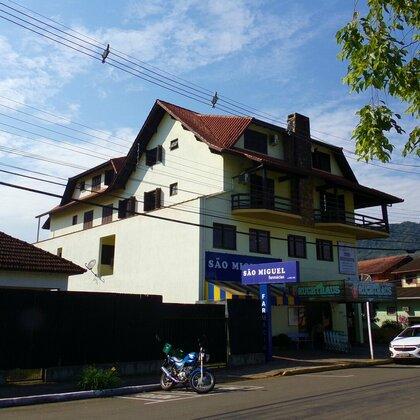 Apartamento com 3 quartos no centro comercial de Picada Café-RS