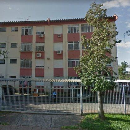 Apartamento com 2 dormitórios, situado no Bairro Humaitá, Porto Alegre-RS.