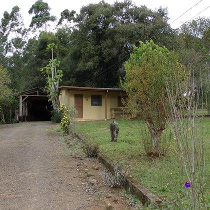 Sítio com casa de 2 quartos em São José do Hortêncio