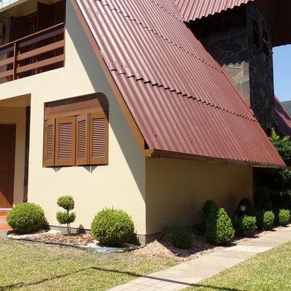 Residência com 3 dormitórios, localizada no Bairro Joaneta, Município de Picada Café-RS