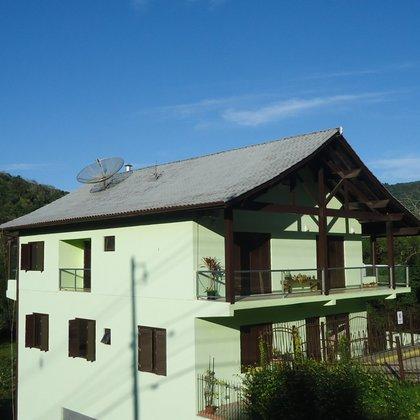 Apartamento com 2 dormitórios e 84,44 m² de área privativa, localizado no centro de Picada Café-RS.
