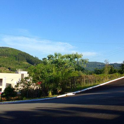 Amplo terreno de esquina em Picada Café, na Serra Gaúcha