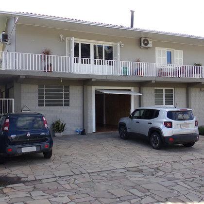 Residência com 3 dormitórios, edificada sobre uma área de 528,75m², localizada no bairro Joaneta, Município de Picada Café-RS