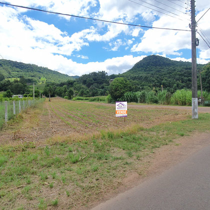 Área de terras com saibreira em Picada Café, na Serra Gaúcha