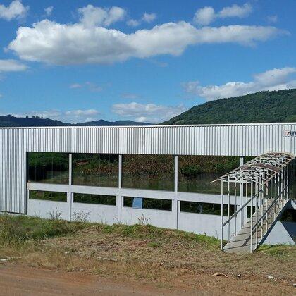 Prédio industrial no centro de Presidente Lucena na serra gaúcha