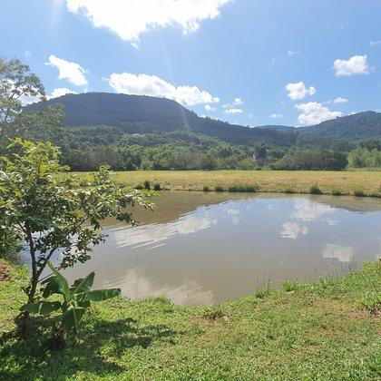 Lindo terreno com área de 15.588,39 m² e fundos para o Rio Cadeia, localizado no bairro Lichtenthal, município de Picada Café-RS.