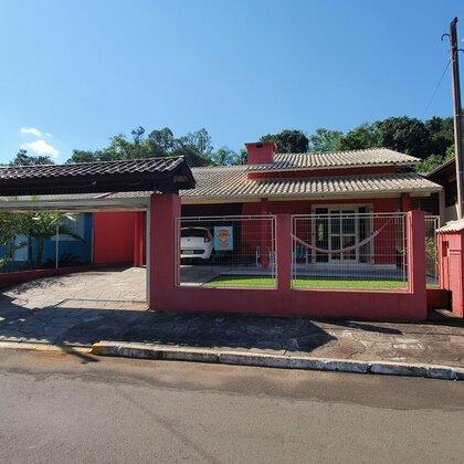 Casa em bairro seguro com 3 quartos em Picada Café na serra gaúcha