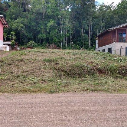 Terreno com área de 423,05 m², localizado no Bairro Floresta, Município de Picada Café/RS.