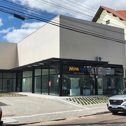 Sala comercial com mezanino no centro comercial de Picada Café, na Serra Gaúcha