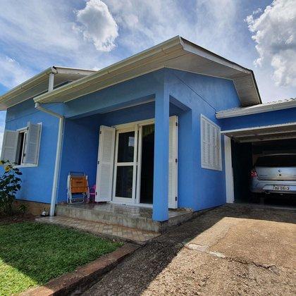 Bela residência de 03 dormitórios e 85,71 m² de área construída, com terreno de 360,00 m², localizada no bairro Esperança, município de Picada Café-RS.