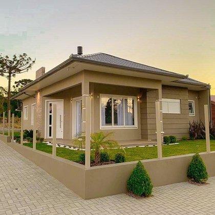 Residência de esquina com 105,13 m² privativos, edificada sobre terreno com 360,00 m², em Nova Petrópolis-RS.