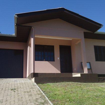 Residência com 2 dormitórios, sob terreno de 360,00 m², localizada no bairro Esperança, município de Picada Café-RS.