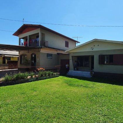 Prédio comercial e residência às margens da BR-116, edificadas em um terreno de 1050,00 m², bairro Centro, município de Picada Café-RS.