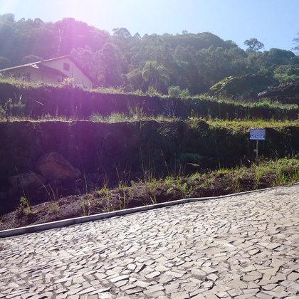 Terreno com 571,35 m² e bela paisagem, localizado no bairro Piá, Município de Nova Petrópolis-RS.
