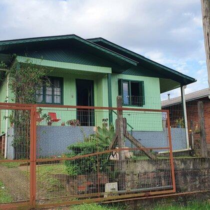 Casa em madeira com 3 quartos em Picada Café, na serra gaúcha