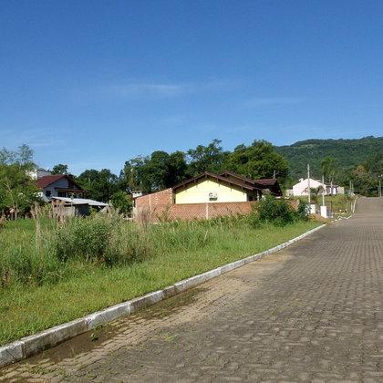 Terreno localizado no loteamento Jardim das Figueiras, Centro de Picada Café,RS.