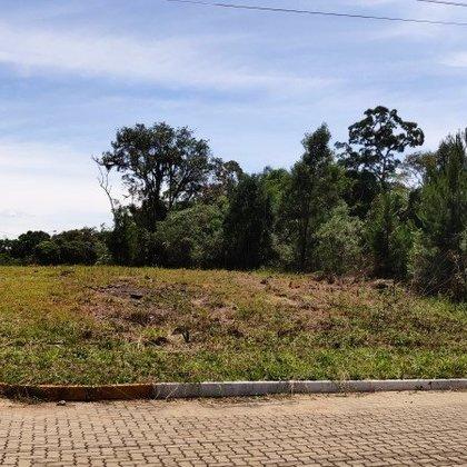 Terreno de esquina com 381,96 m², localizado no Bairro Vila Germânia, Município de Nova Petrópolis-RS.