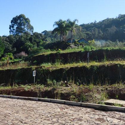 Terreno com 697,53 m² e bela paisagem, localizado no bairro Piá, Município de Nova Petrópolis-RS.