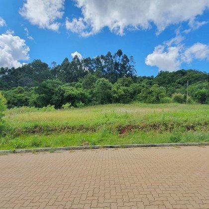 Terreno com área de 420,00 m², localizado no bairro Centro, município de Linha Nova-RS.