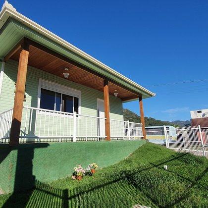 Residência com 2 dormitórios sob terreno com 360,00 m², localizada no bairro Joaneta, município de Picada Café-RS.