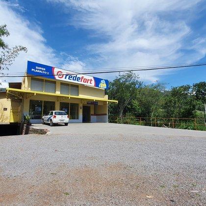 Prédio comercial às margens da BR-116, no município de Picada Café-RS