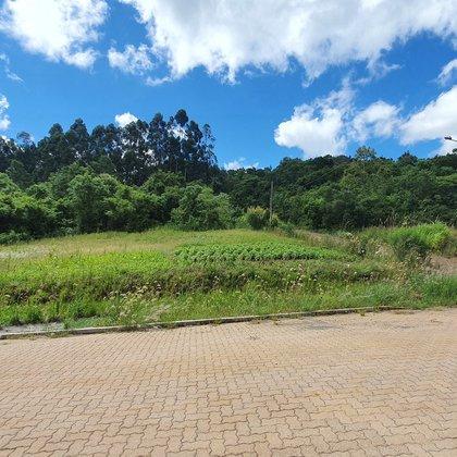 Terreno de esquina com 450,00 m² , localizado no bairro Centro, Município de Linha Nova-RS.