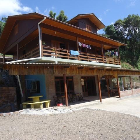 Imóvel com aproximadamente 110,00 m², localizado as margens da BR 116 próximo ao Centro de Picada Café.