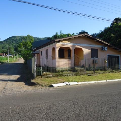 Casa de esquina com 3 quartos em Picada Café na serra gaúcha