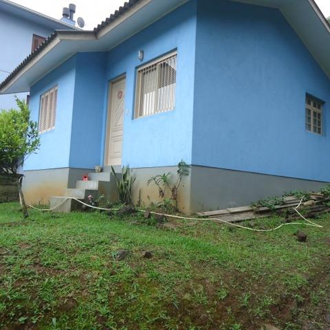Residência  com 2 dormitórios , edificada sobre terreno com 492,60 m², em Nova Petrópolis-RS.