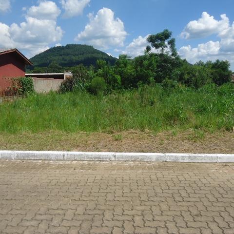 Terreno plano com área de 414,00 m², localizado no bairro centro, município de Picada Café-RS.