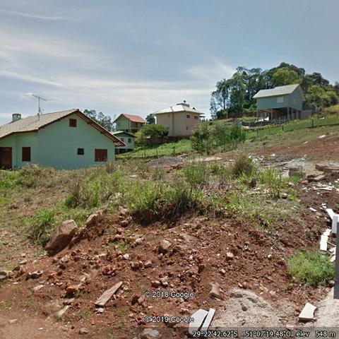 Dois belos terrenos, unidos lateralmente com metragem total de 805,00 m².