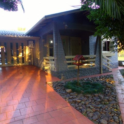 Residência sobre terreno de 494,00 m², com 125,00 m² de área edificada.