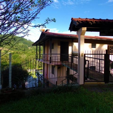 Residência com 4 dormitórios sobre terreno de 914,50 m².