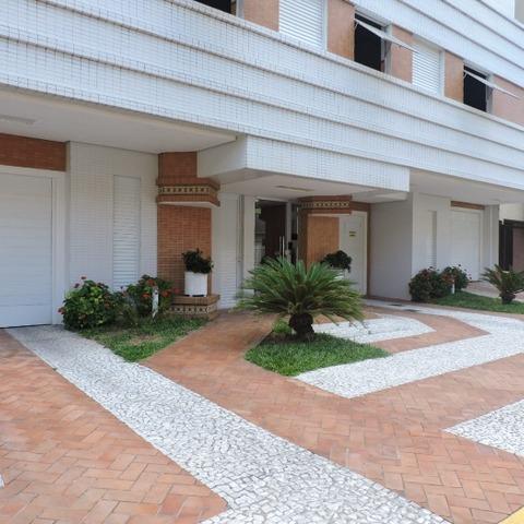 Apartamento com 2 dormitórios à uma quadra do mar, centro de Capão da Canoa-RS.